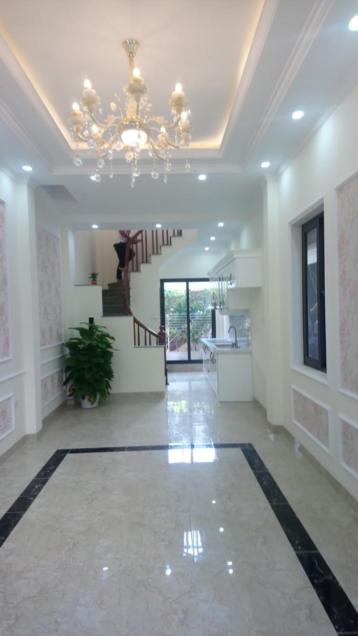 Cần bán căn nhà 4,5 tầng cách mặt đường Trạm 100m cực đẹp