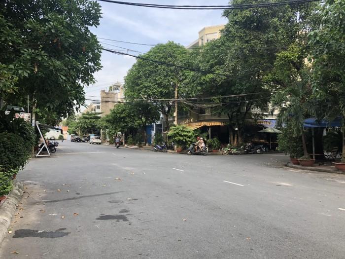 Bán nhà góc 2mặt đang kinh doanh cafe đường Tân Sơn Nhì ,8x20m,3 tấm, khu vip có lề rộng thỏa mái.