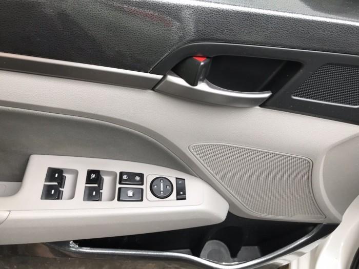 Bán Elantra 1.6MT 2017, màu trắng, đúng chất, giá TL, hổ trợ góp 5