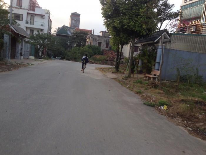 Cần bán lô đất mặt tiền đường Chính Trung, quận Gia Lâm, DT 129m2