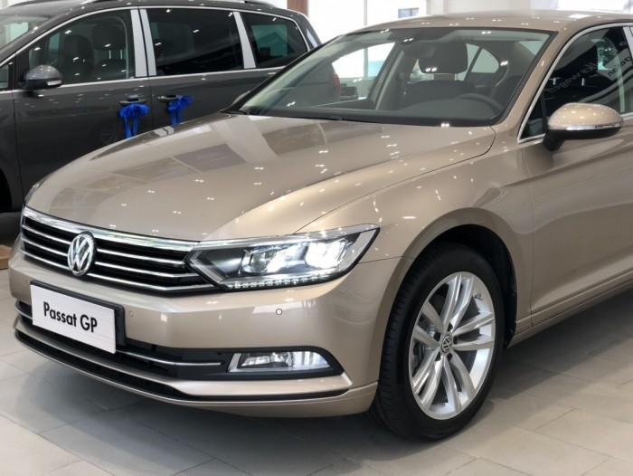 Xe 5 chỗ Volkswagen PASSAT 1.8 turbo, full option, sang trọng, lái đã, bao thử, giá tốt nhất thị trường
