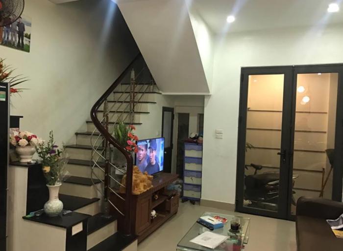 Bán nhà riêng đẹp vào ở luôn, sát phố Lương Định Của