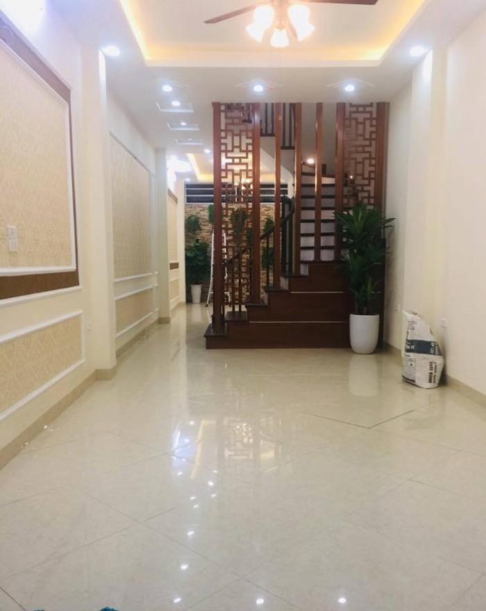 Nhà đẹp gần mặt phố Thái Thịnh, o tô đỗ cửa, 40m2 4 tầng
