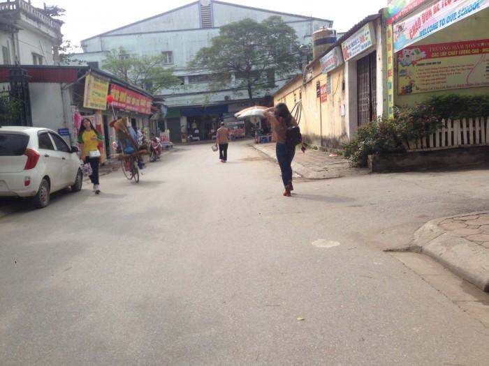 Bán gấp đất đường V trong vòng 5 ngày giá 40tr/m2 ngay gần học viện Nông Nghiệp.