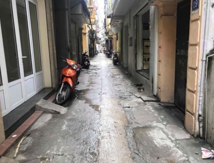Bán nhà riêng lô góc, nhỏ, xinh, phố Cự Lộc