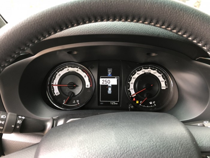 Bán Toyota Hilux 2018, đủ phiên bản - giá tốt - giao ngay, hỗ trợ vay 90% giá trị xe