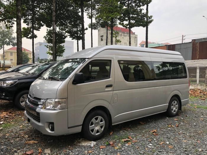 Cần bán Toyota Hiace 3.0L 2018, nhập khẩu 100%, hỗ trợ trả góp LS cố định dài hạn từ 0.58%/tháng