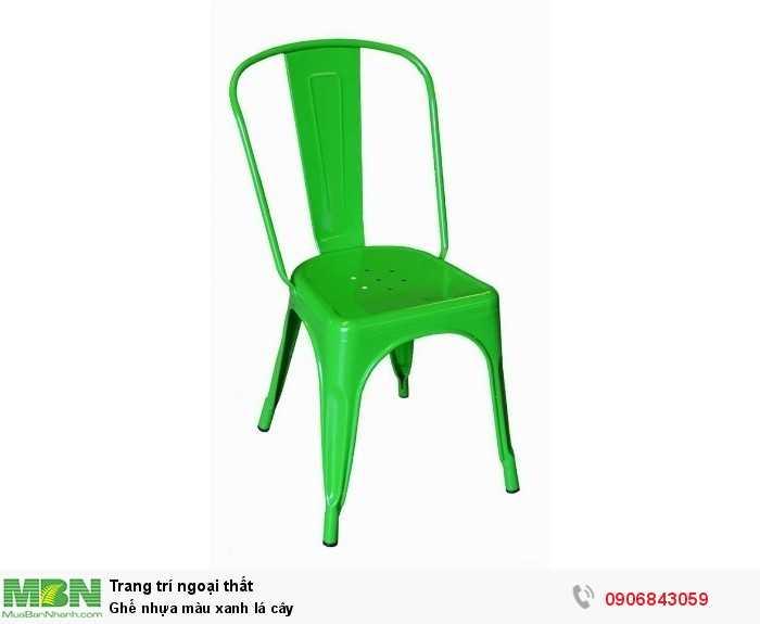 Ghế nhựa màu xanh lá cây0