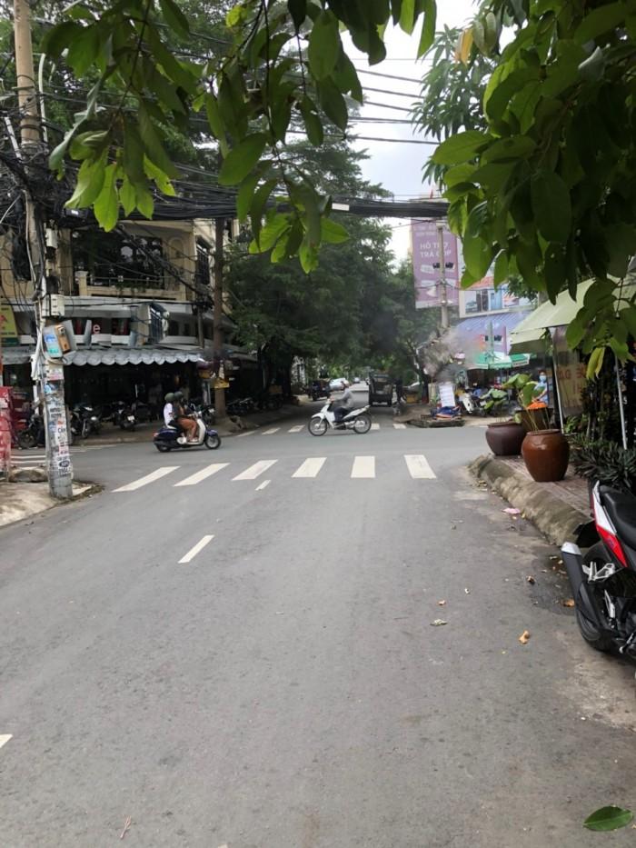 Bán nhà phố 2 lầu mặt tiền đường số, phường Tân Quy, quận 7.
