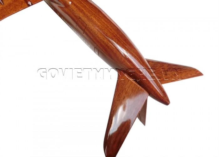 + Mô hình máy bay gỗ Boeing B787  - Size Nhỏ - Dài 32 x Rộng 30 x Cao 12 (cm). giá 400.000vnđ  + Mô hình máy bay gỗ Boeing B787 - Size Lớn - Dài 42 x Rộng 30 x Cao 12 (cm). giá 550.000vnđ