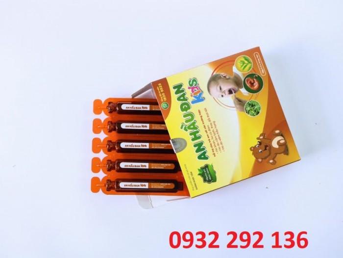 An Hầu Đan Kids có thành phần gồm mật ong và 6 loại thảo dược giúp làm sạch hầu họng, giảm viêm họng, viêm amidan cho trẻ em. Hộp 10 ống, giá bán: 90.000đ/ hộp0