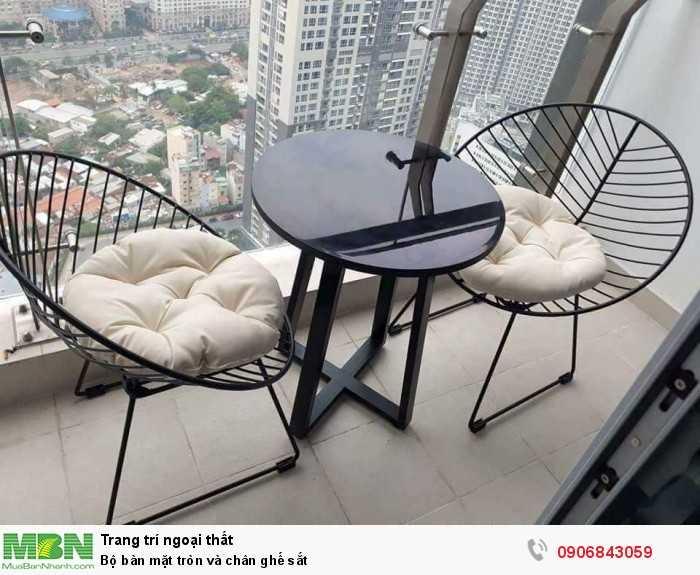 Bộ bàn mặt tròn và chân ghế sắt0