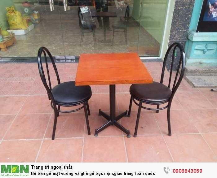 Bộ bàn gỗ mặt vuông và ghế gỗ bọc nệm,giao hàng toàn quốc0