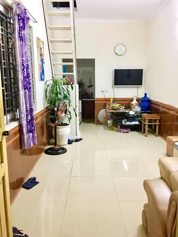 Nhà 2 tầng, DTSD 50m2, 2/348 Trần Nguyên Hãn, có thể bán hàng.