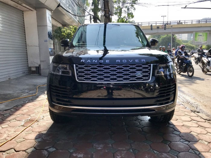 Cần bán xe LandRover Range Rover HSE 3.0 năm sản xuất 2018, màu đen, xe nhập 9