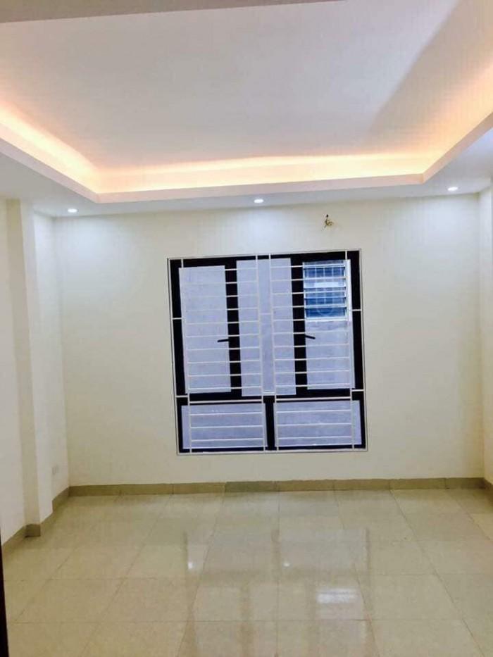Bán nhà mặt phố Giáp Bát, Hoàng Mai 40m2, 5 tầng giá hơn