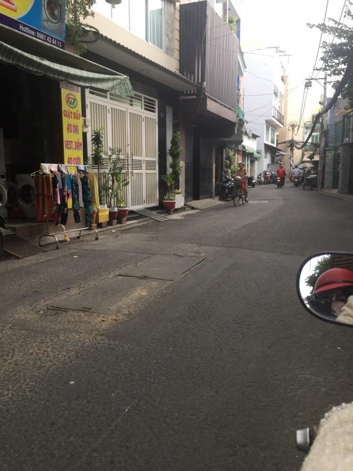 Bình Thạnh với 70m2, 3 lầu, 4 phòng ngủ, ô tô vào nhà, đường Nguyễn Văn Đậu.
