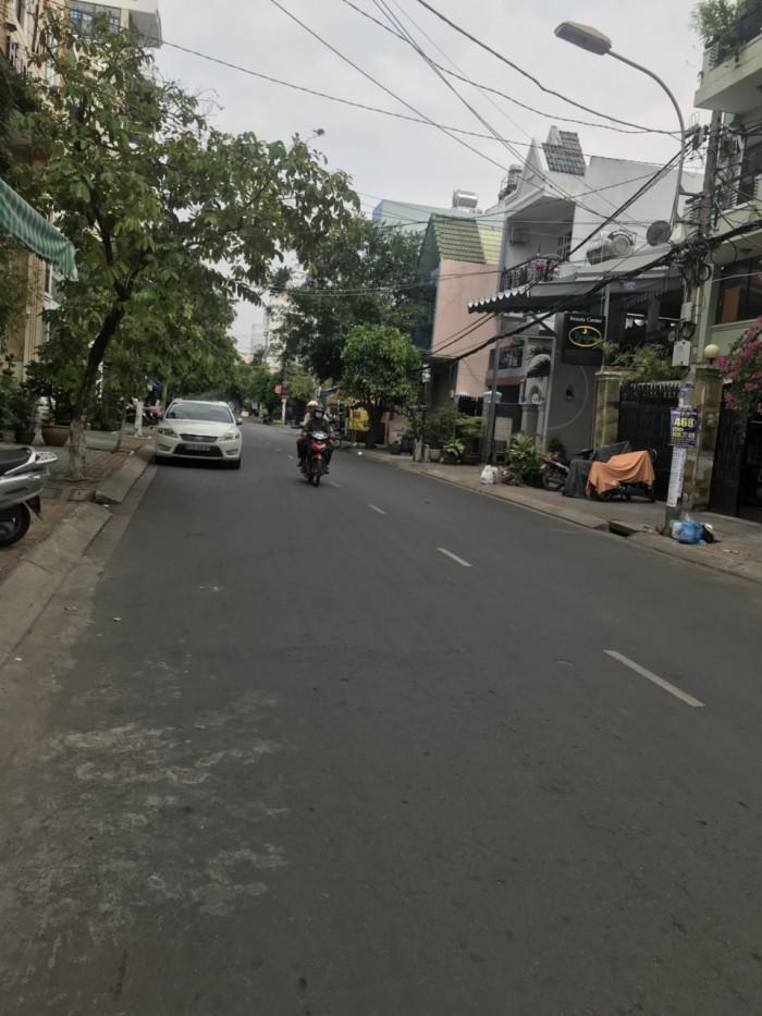 Bán nhanh nhà 2 lầu mặt tiền đường Số 45, phường Tân Quy, Quận 7, dt 8x20m.