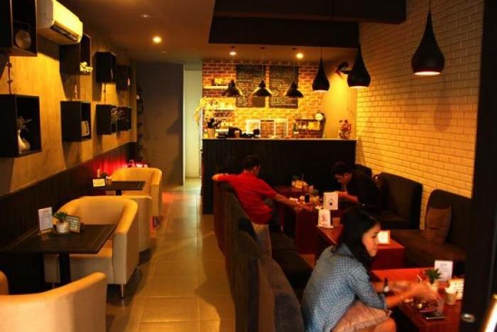 Sang nhượng quán cà phê phố Nguyễn Sơn Long Biên