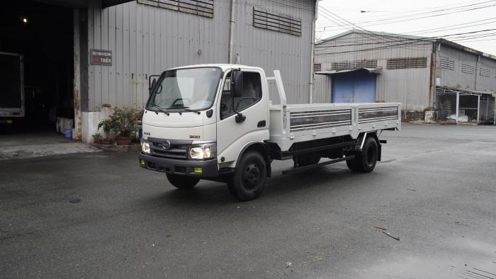 Xe tải Hino XZU720L 3.5 tấn thùng lửng trả trước 100 triệu nhận xe ngay