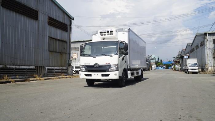 Khuyến mãi mua xe tải Hino XZU720L 3.5 tấn thùng đông lạnh, trả trước 100 triệu lấy xe trong ngày - Gọi 0978015468 (MrGiang 24/24)