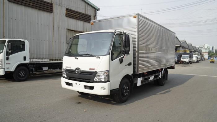 Khuyến mãi mua xe tải Hino XZU730L 4.5 tấn thùng kín inox, trả trước 100 triệu giao xe trong ngày - Gọi 0978015468 (MrGiang 24/24)