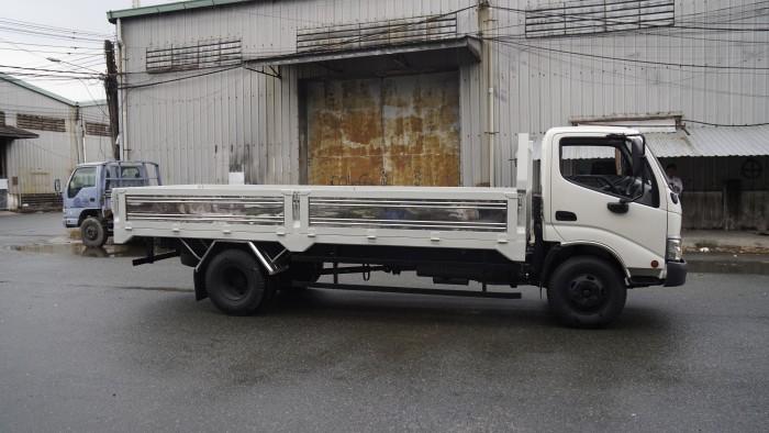 Xe tải Hino XZU730L 5 tấn thùng lửng, trả tru100 triệu giao xe trong ngày