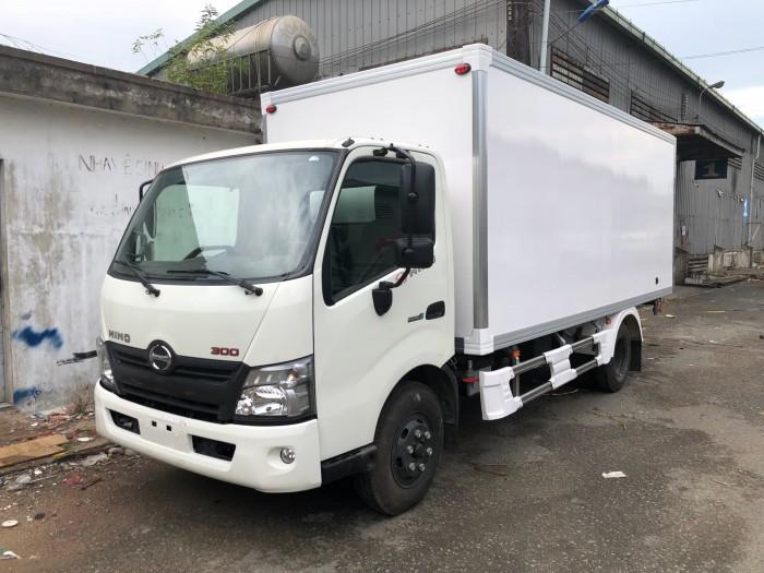 Xe tải Hino XZU730L 5 tấn thùng bảo ôn, trả trước 100 triệu giao xe trong ngày 3