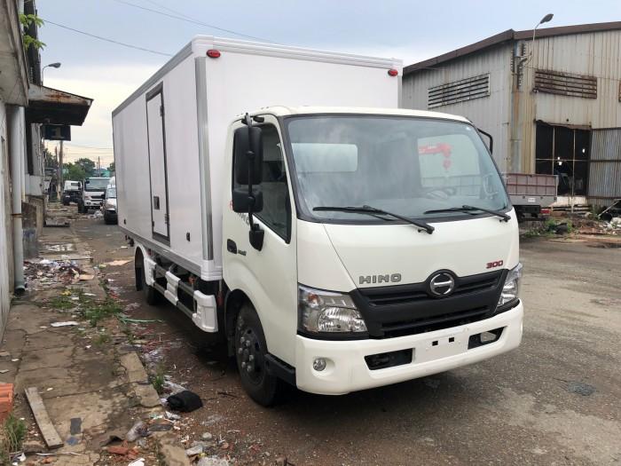 Xe tải Hino XZU730L 5 tấn thùng bảo ôn, trả trước 100 triệu giao xe trong ngày 2