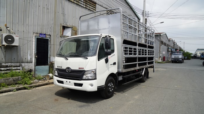 Hino XZU730L 5 tấn thùng 2 tầng chở xe máy - Gọi 0978015468 (MrGiang 24/24)