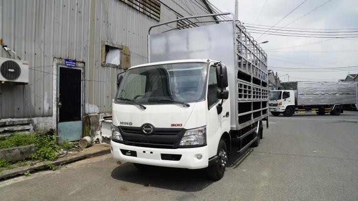 Giá xe tải Hino XZU730L 5 tấn thùng 2 tầng chở xe máy - Gọi 0978015468 (MrGiang 24/24)