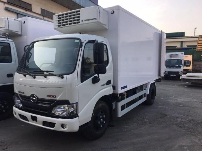 Xe tải Hino XZU650L 1.5 tấn thùng đông lạnh, trả trước 100 triệu giao xe trong ngày 3