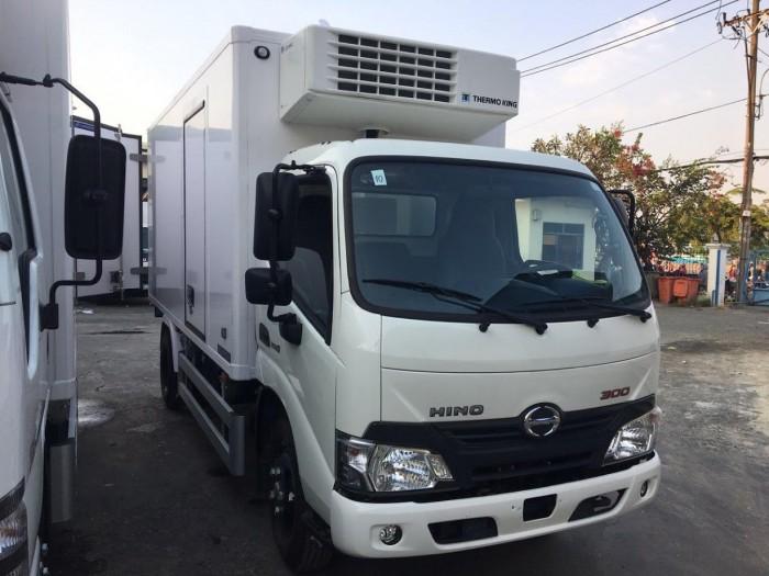 Xe tải Hino XZU650L 1.5 tấn thùng đông lạnh, trả trước 100 triệu giao xe trong ngày 1