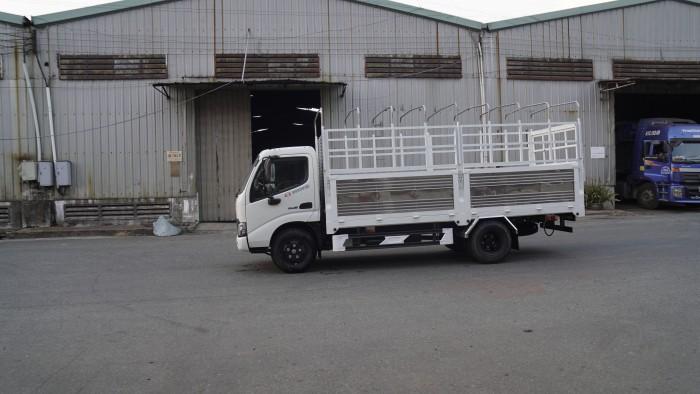 Xe tải Hino XZU650L 1.6 tấn thùng mui bạt, trả trước 100 triệu giao xe ngay