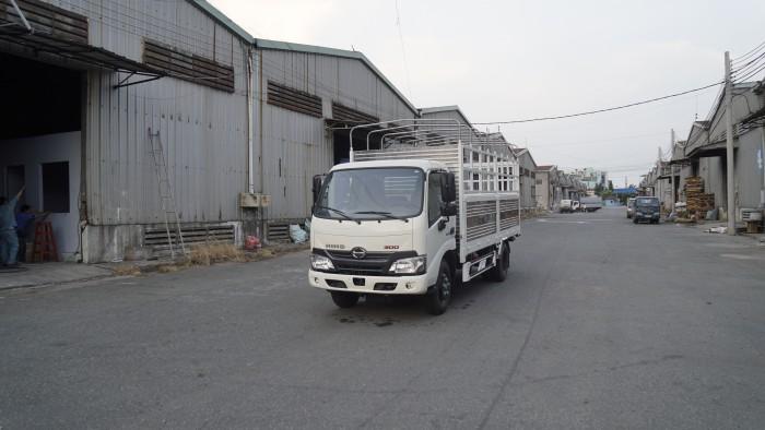 Giá xe tải Hino XZU650L 1.6 tấn thùng mui bạt, trả trước 100 triệu giao xe ngay - Gọi 0978015468 (MrGiang 24/24)