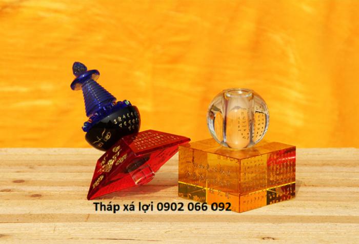 Tháp xá lợi pha lê có đèn đổi 7 màu1