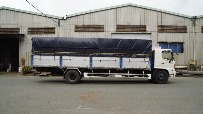 Xe tải Hino FG 8.2 tấn thùng mui bạt, trả trước 100 triệu có xe giao ngay