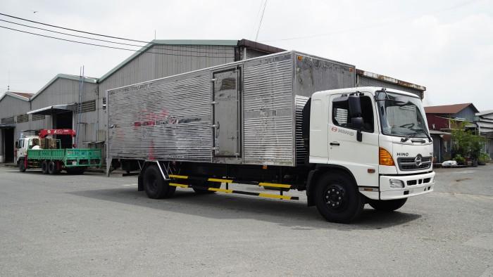 Giá xe tải Hino 8.2 tấn thùng kín inox, trả trước 100 triệu nhận xe ngay - Gọi 0978015468 (MrGiang 24/24)
