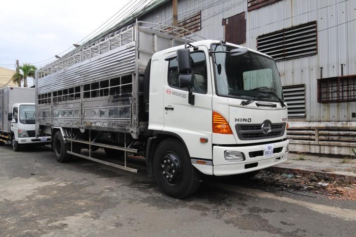 Xe tải Hino FG 8 tấn thùng chở heo, trả trước 100 triệu giao xe ngay