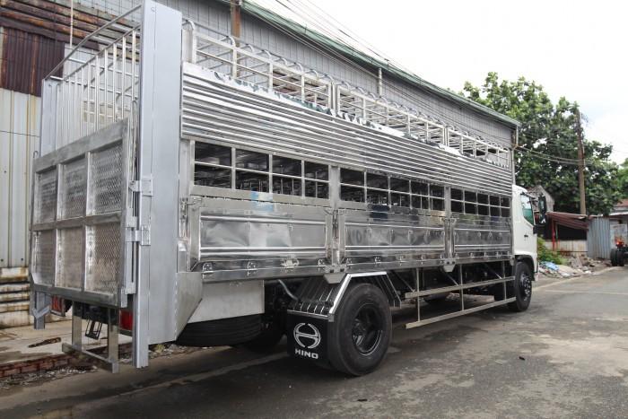 Xe tải Hino FG 8 tấn thùng chở heo, trả trước 100 triệu giao xe ngay - Gọi 0978015468 (MrGiang 24/24)
