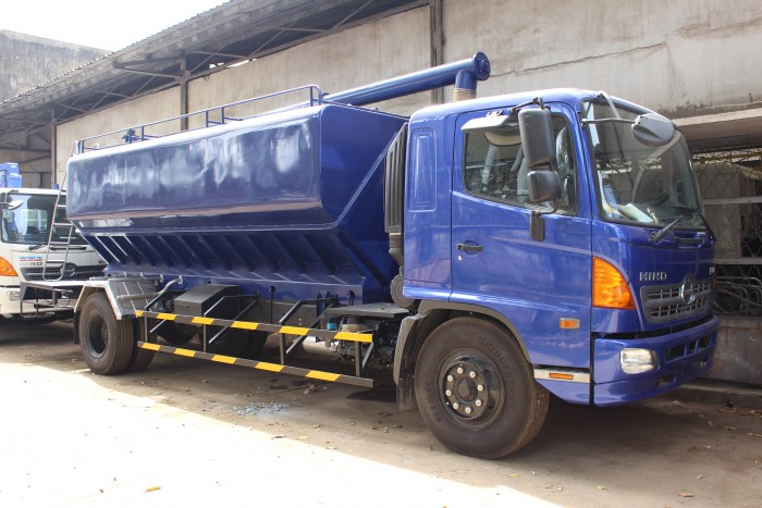 Xe tải Hino FC 9 khối chở thức ăn chăn nuôi, trả trước 100 triệu nhận xe ngay 16