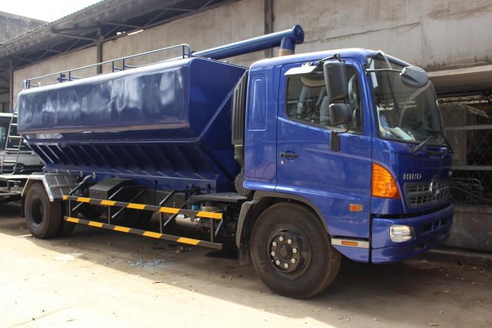 Xe tải Hino FC 9 khối chở thức ăn chăn nuôi, trả trước 100 triệu nhận xe ngay 15