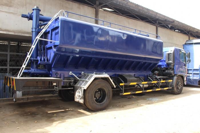 Xe tải Hino FC 9 khối chở thức ăn chăn nuôi, trả trước 100 triệu nhận xe ngay 14