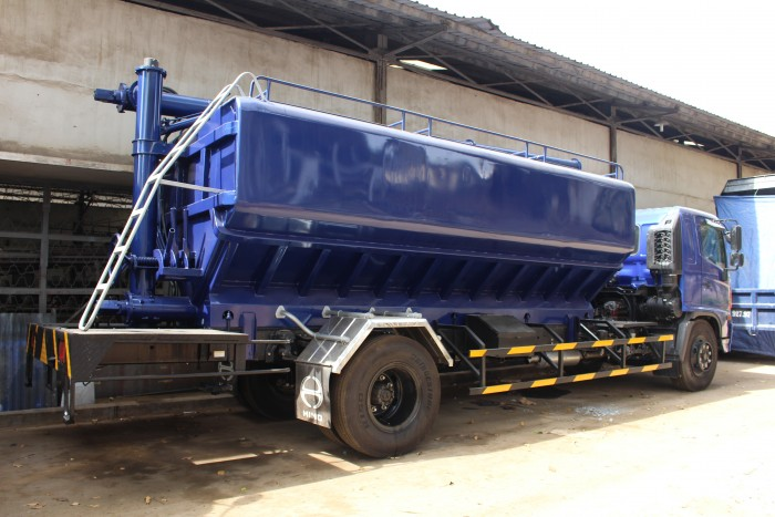 Xe tải Hino FC 9 khối chở thức ăn chăn nuôi, trả trước 100 triệu nhận xe ngay 13