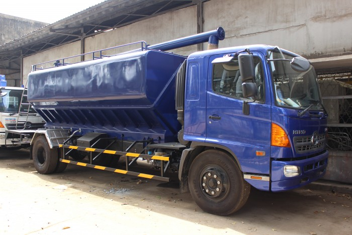 Xe tải Hino FC 9 khối chở thức ăn chăn nuôi, trả trước 100 triệu nhận xe ngay 12