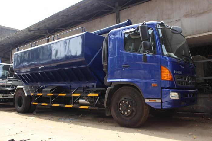 Xe tải Hino FC 9 khối chở thức ăn chăn nuôi, trả trước 100 triệu nhận xe ngay 10