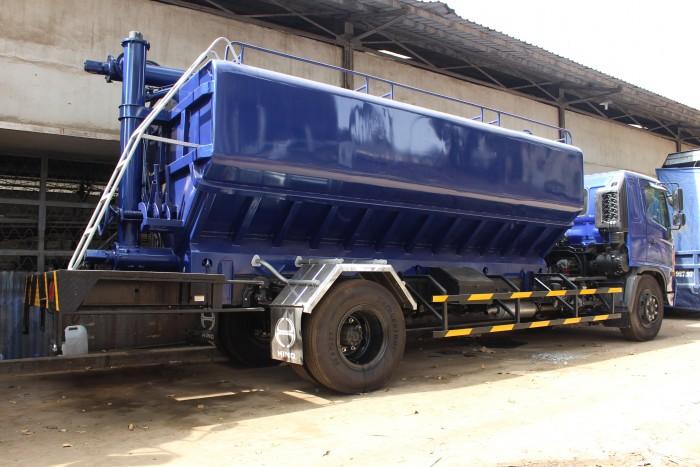 Xe tải Hino FC 9 khối chở thức ăn chăn nuôi, trả trước 100 triệu nhận xe ngay 9