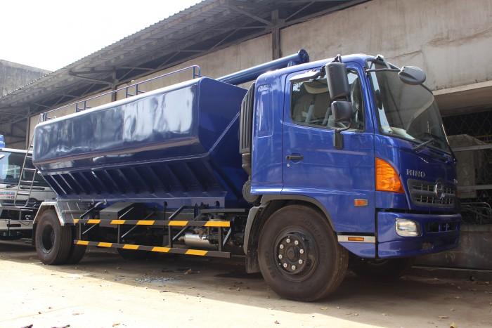 Xe tải Hino FC 9 khối chở thức ăn chăn nuôi, trả trước 100 triệu nhận xe ngay 8