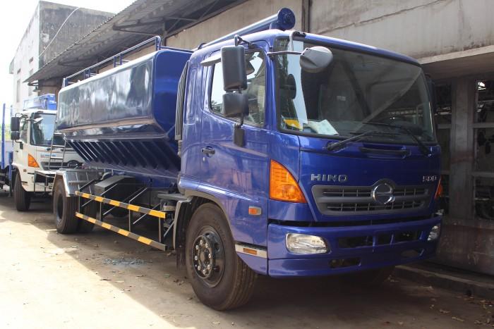 Xe tải Hino FC 9 khối chở thức ăn chăn nuôi, trả trước 100 triệu nhận xe ngay 5