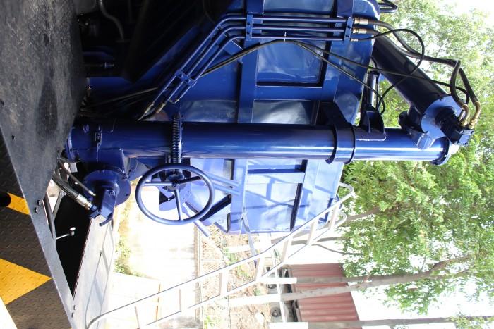 Xe tải Hino FC 9 khối chở thức ăn chăn nuôi, trả trước 100 triệu nhận xe ngay 2
